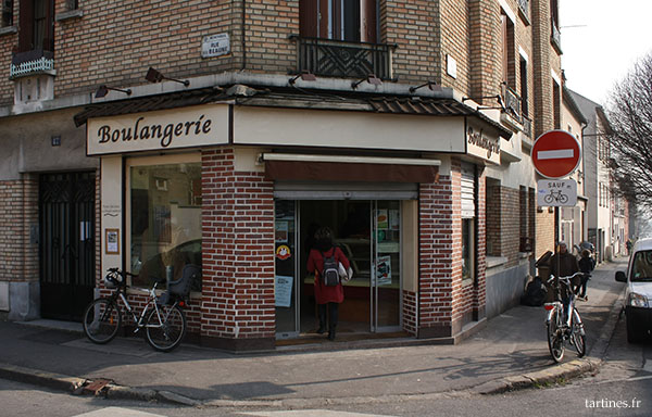 Boulangerie, à l'angle de la rue de la Beaune et de la rue Jules Ferry à Montreuil